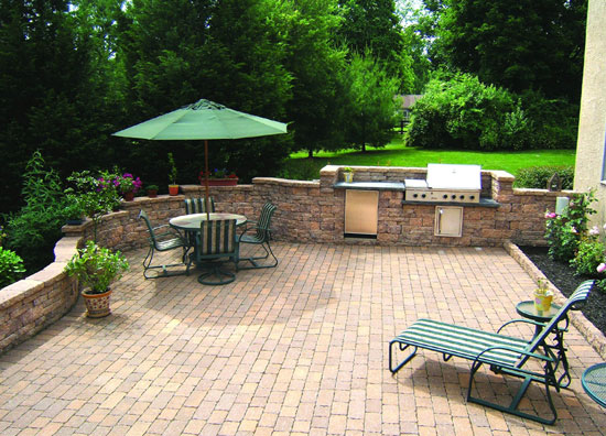 coventry-stone-ii-patio-with-coventry-wall-in-harvest-blend